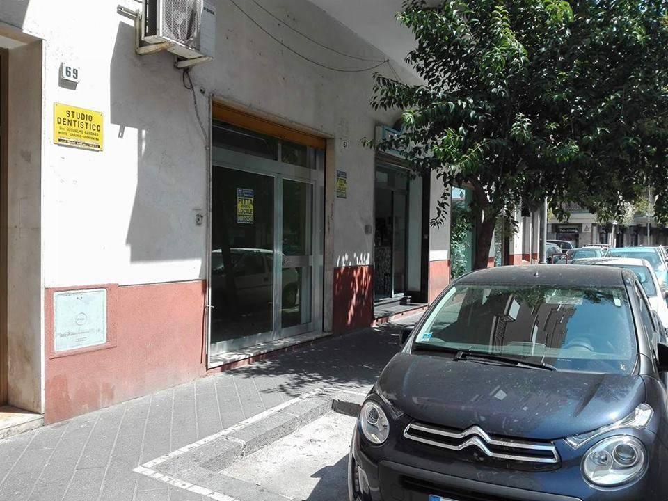 Negozio / Locale in affitto a Salerno, 9999 locali, zona Zona: Pastena, prezzo € 400 | CambioCasa.it