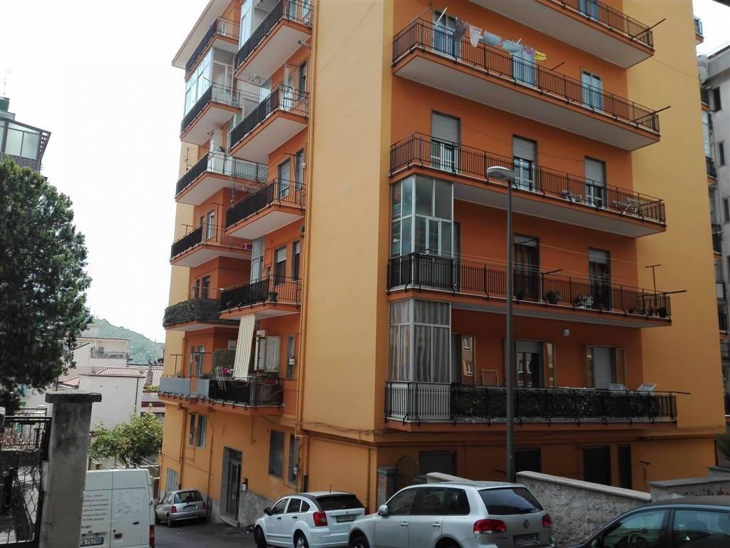 Appartamento in affitto a Salerno, 3 locali, zona Zona: Carmine, prezzo € 680 | CambioCasa.it