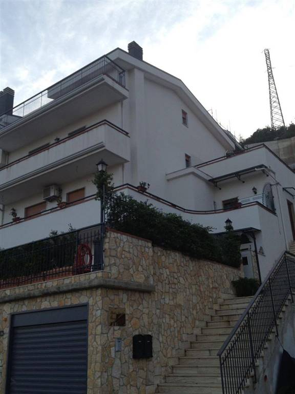 Appartamento in affitto a Pellezzano, 4 locali, zona Zona: Capezzano, prezzo € 750 | CambioCasa.it