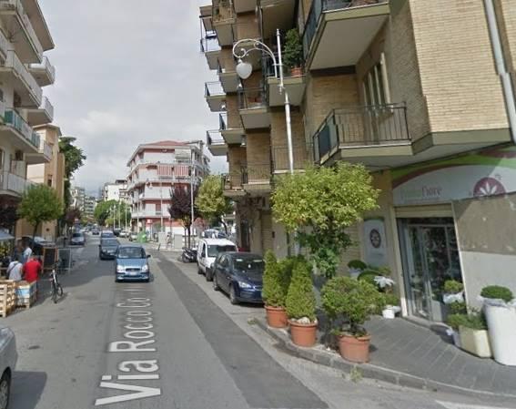 Negozio / Locale in affitto a Salerno, 9999 locali, zona Zona: Pastena, prezzo € 600 | CambioCasa.it