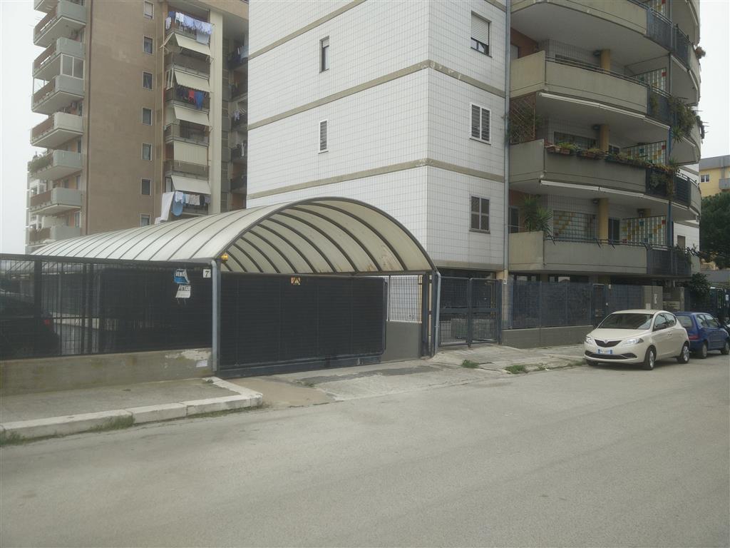 Garage / Posto auto in Strada S. Teresa  7, Japigia, Bari
