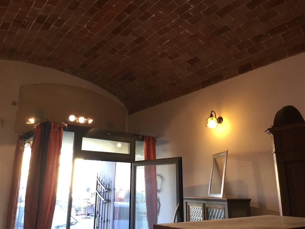 Negozio / Locale in vendita a Prato, 3 locali, zona Zona: Centro storico, prezzo € 150.000   CambioCasa.it