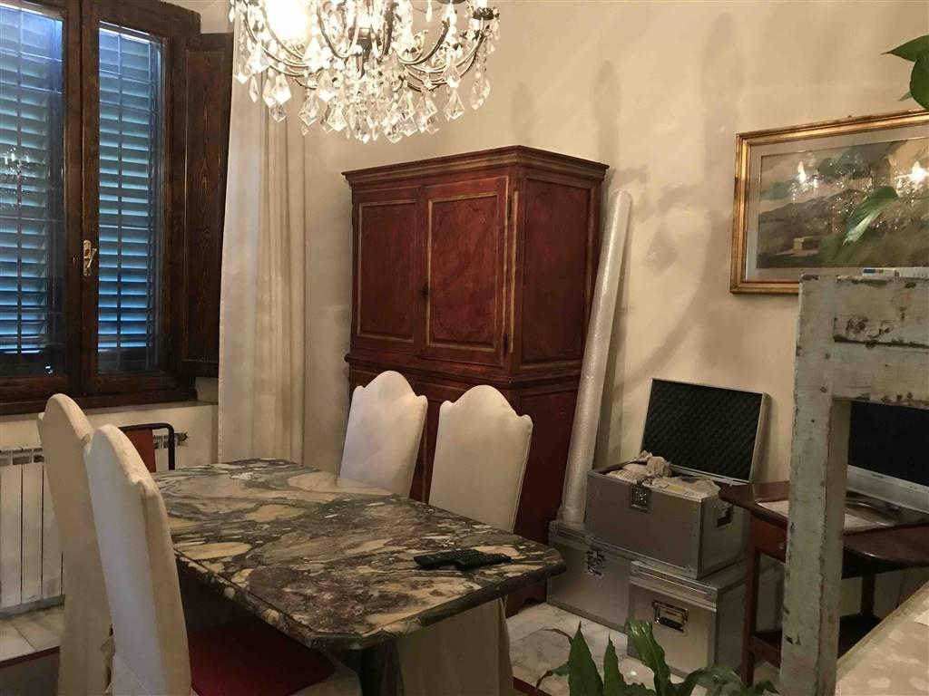 Soluzione Indipendente in affitto a Prato, 6 locali, zona Zona: Pietà, prezzo € 1.300 | CambioCasa.it