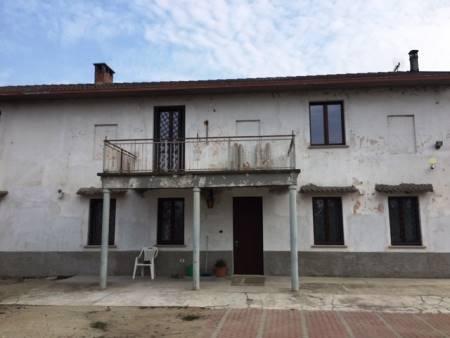 Rustico / Casale in vendita a Lomello, 5 locali, prezzo € 220.000 | CambioCasa.it
