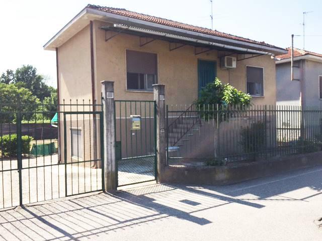 Soluzione Indipendente in vendita a Vigevano, 6 locali, prezzo € 140.000 | Cambio Casa.it