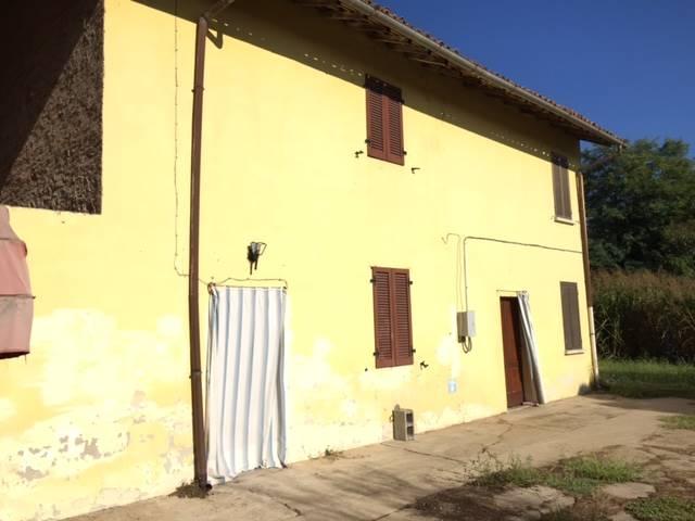 Rustico / Casale in vendita a Tromello, 10 locali, prezzo € 130.000 | CambioCasa.it
