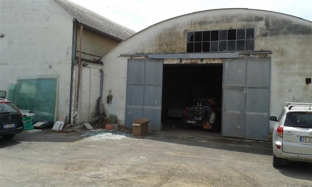 Magazzino in vendita a Follonica, 3 locali, prezzo € 350.000 | Cambio Casa.it