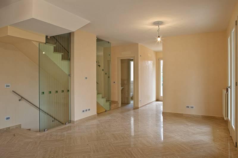 Villa a Schiera in Vendita a Viareggio