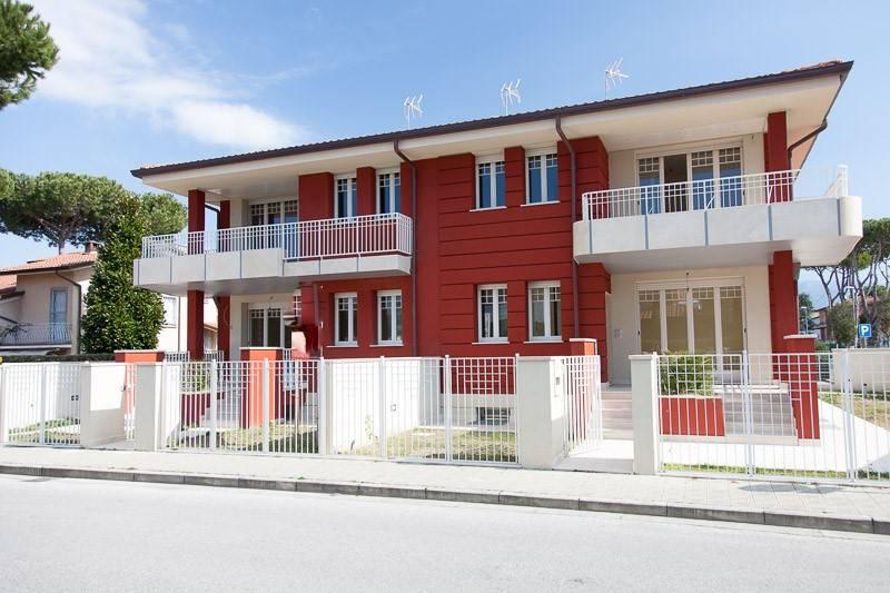 Soluzione Indipendente in vendita a Camaiore, 4 locali, zona Zona: Lido di Camaiore, Trattative riservate | CambioCasa.it