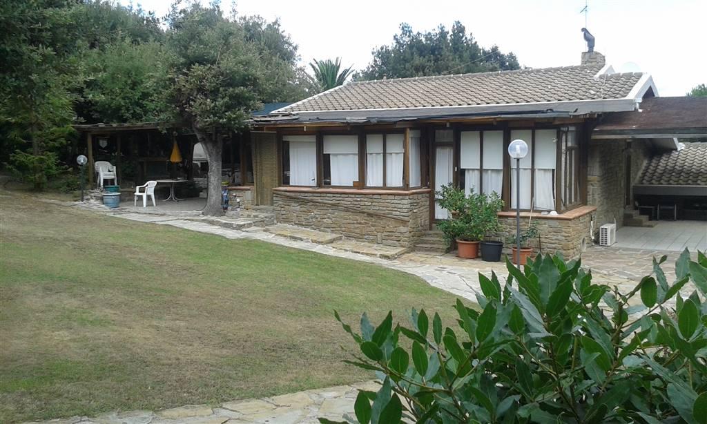 Villa in vendita a Castiglione della Pescaia, 8 locali, zona Zona: Punta Ala, prezzo € 1.100.000 | CambioCasa.it