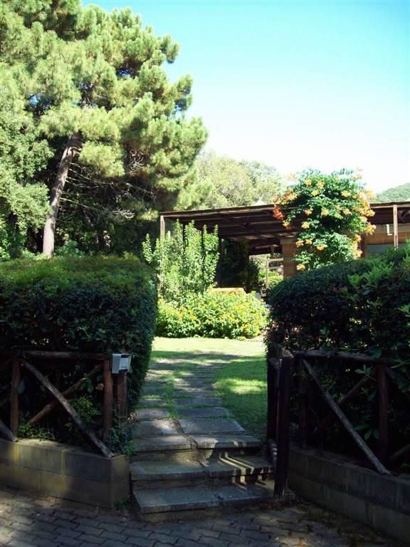 Villa in vendita a Castiglione della Pescaia, 5 locali, zona Zona: Punta Ala, prezzo € 420.000 | CambioCasa.it