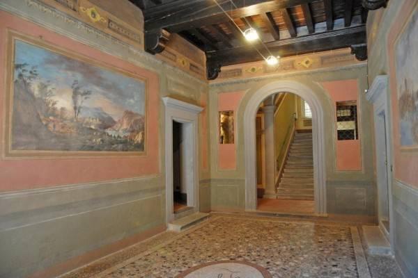 Appartamento in vendita a Lucca, 6 locali, zona Zona: Centro storico, Trattative riservate | CambioCasa.it