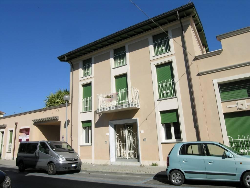 Soluzione Indipendente in vendita a Viareggio, 5 locali, prezzo € 600.000 | CambioCasa.it