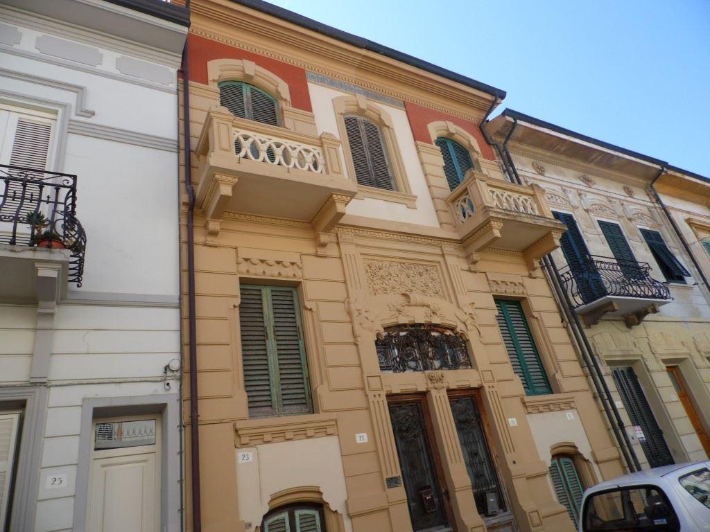 Soluzione Indipendente in vendita a Viareggio, 7 locali, zona Località: CENTRO, prezzo € 360.000   Cambio Casa.it