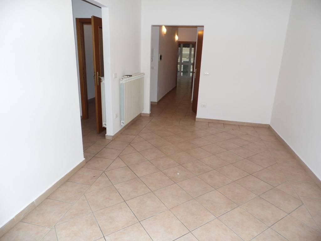 Appartamento in affitto a Viareggio, 4 locali, zona Località: CENTRO, prezzo € 650   Cambio Casa.it