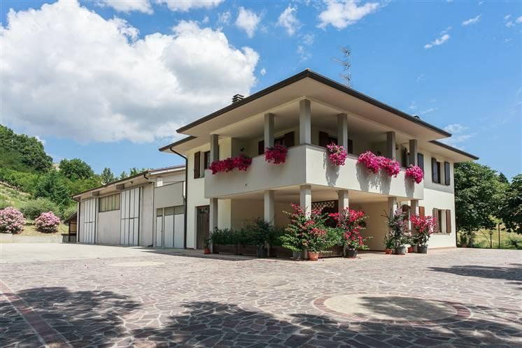 Villa in vendita a Borgo Tossignano, 6 locali, prezzo € 450.000 | Cambio Casa.it