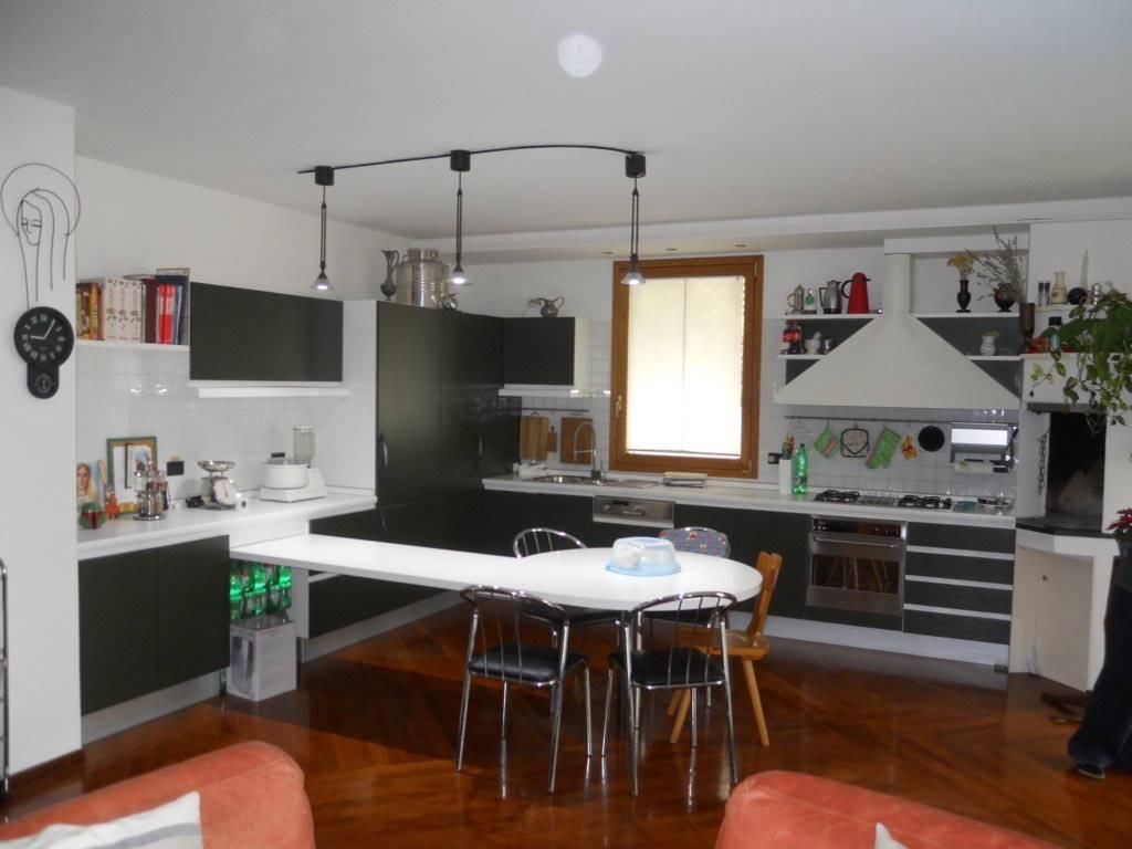 Villa in vendita a Imola, 16 locali, Trattative riservate | Cambio Casa.it