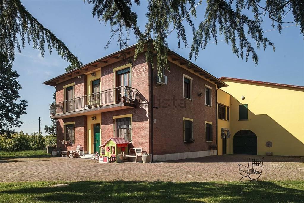 Soluzione Indipendente in vendita a Imola, 10 locali, Trattative riservate | Cambio Casa.it