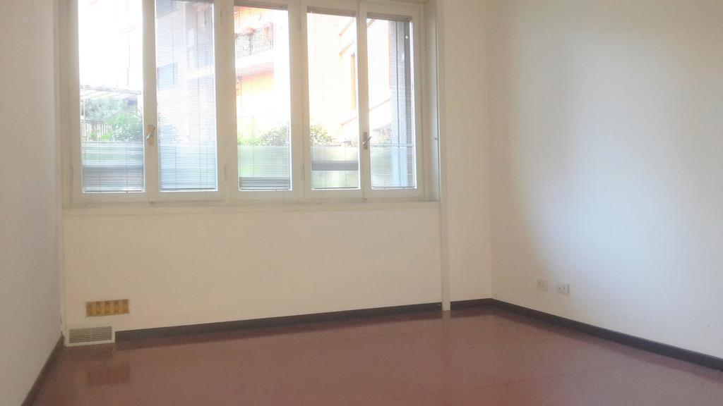 Attività / Licenza in affitto a Milano, 2 locali, zona Zona: 15 . Fiera, Firenze, Sempione, Pagano, Amendola, Paolo Sarpi, Arena, prezzo € 800 | Cambio Casa.it
