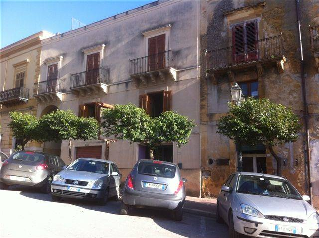 Palazzo / Stabile in vendita a Sambuca di Sicilia, 20 locali, prezzo € 350.000 | Cambio Casa.it