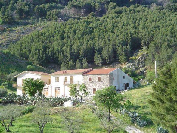 Rustico / Casale in vendita a Caltabellotta, 16 locali, prezzo € 550.000 | CambioCasa.it