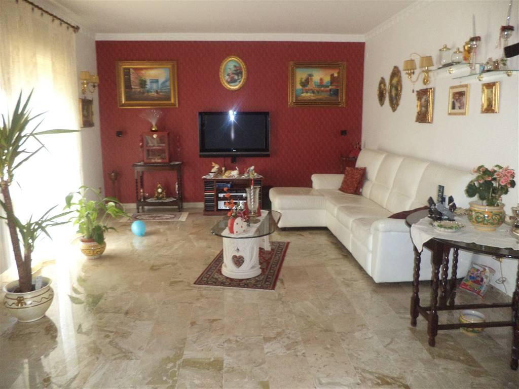 Appartamento in vendita a Sciacca, 7 locali, prezzo € 170.000 | CambioCasa.it