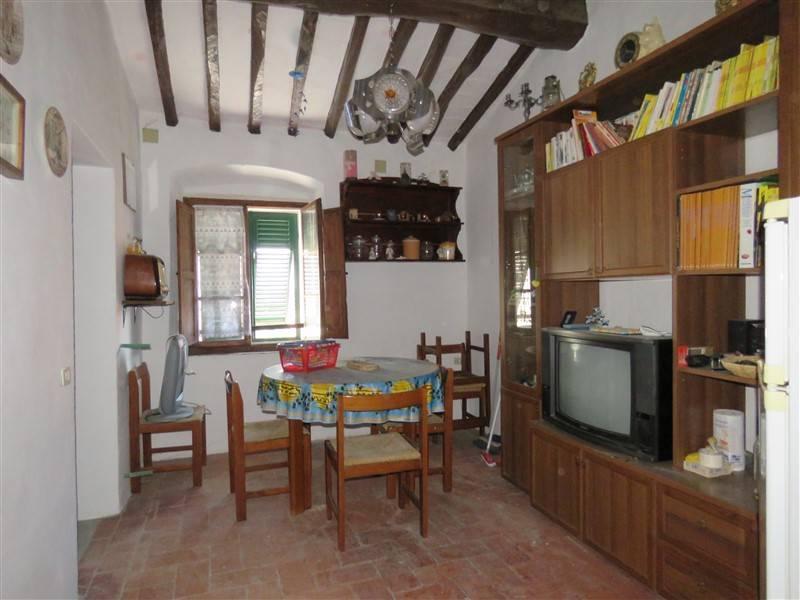 Appartamento in vendita a Riparbella, 5 locali, prezzo € 60.000 | Cambio Casa.it
