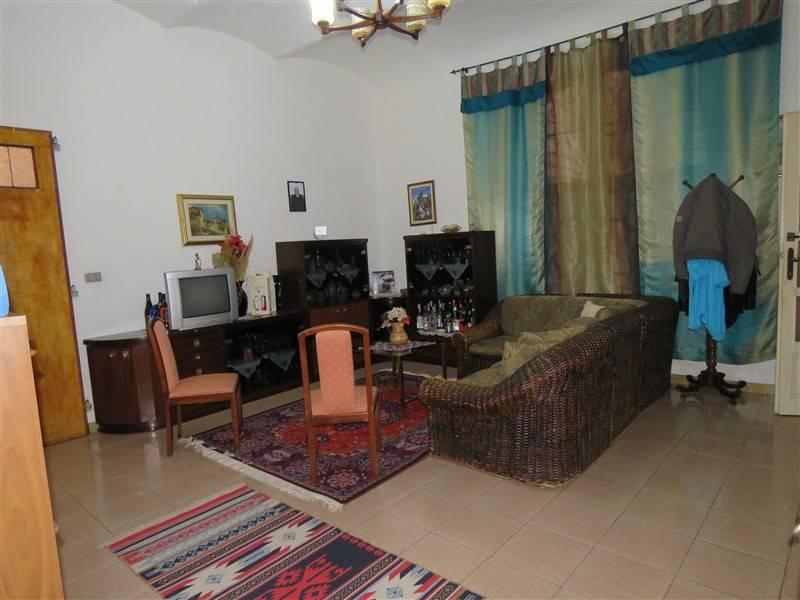Appartamento in vendita a Riparbella, 5 locali, prezzo € 110.000 | Cambio Casa.it