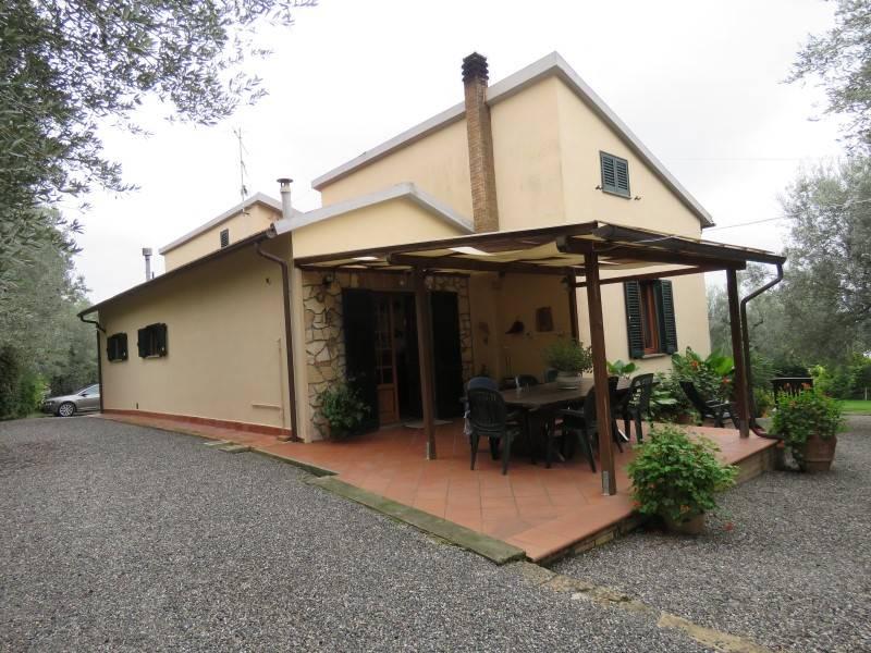 Villa in vendita a Rosignano Marittimo, 7 locali, prezzo € 575.000 | Cambio Casa.it