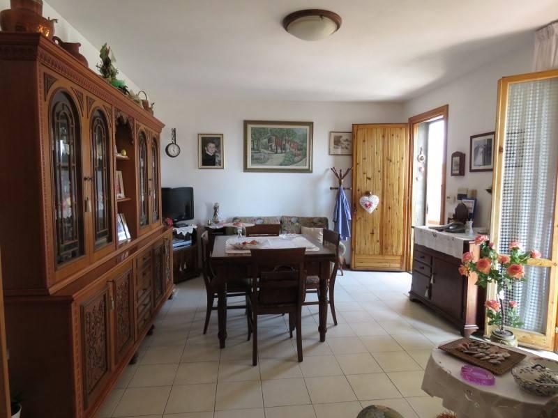 Appartamento in vendita a Riparbella, 5 locali, prezzo € 160.000 | CambioCasa.it