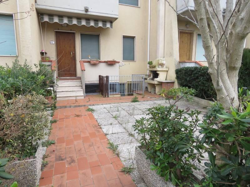 Soluzione Indipendente in vendita a Rosignano Marittimo, 4 locali, zona Zona: Vada, prezzo € 165.000 | Cambio Casa.it