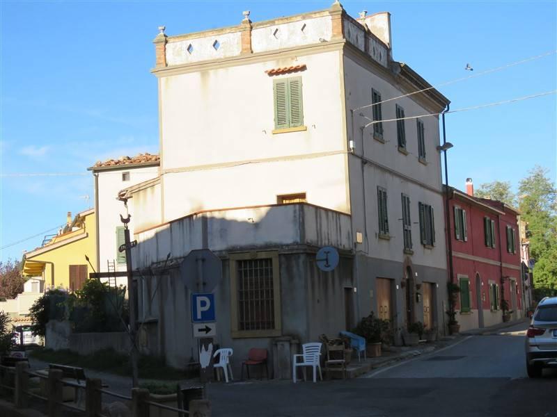 Palazzo / Stabile in Vendita a Riparbella