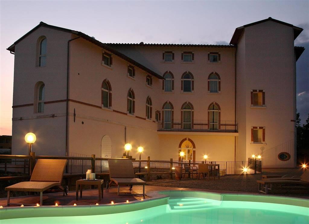 Palazzo / Stabile in vendita a Certaldo, 50 locali, Trattative riservate | CambioCasa.it