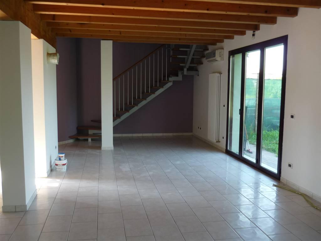 Villa Bifamiliare in affitto a Lendinara, 7 locali, zona Zona: Rasa, prezzo € 600 | Cambio Casa.it