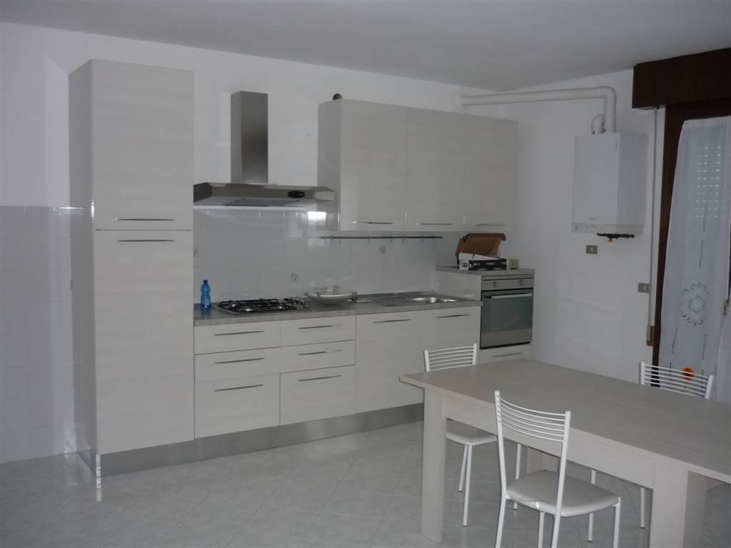 Appartamento in affitto a Lendinara, 5 locali, prezzo € 420 | CambioCasa.it