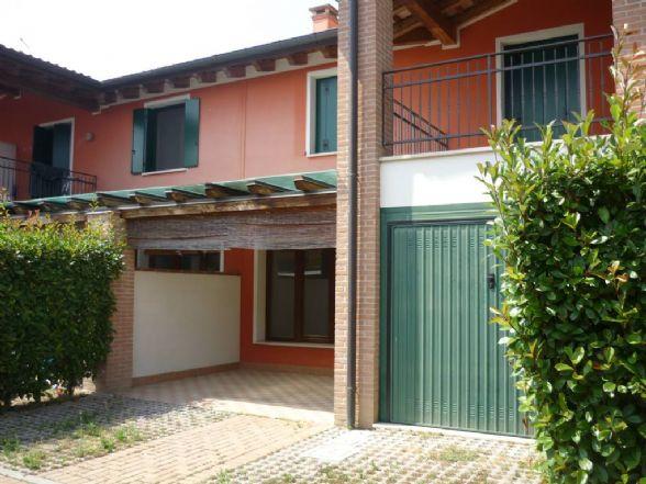Villa a Schiera in affitto a Lusia, 8 locali, prezzo € 550 | CambioCasa.it