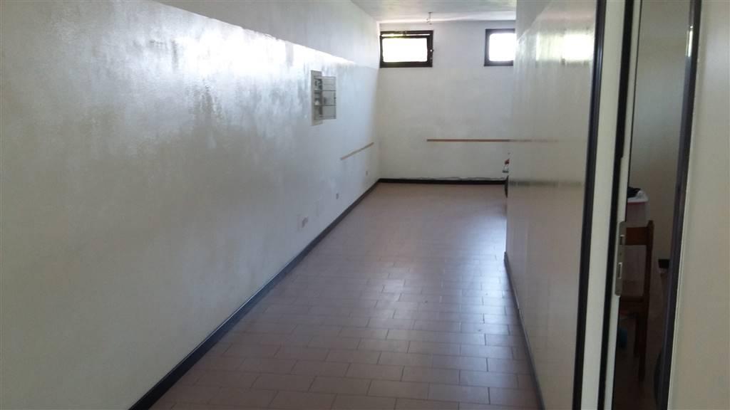 Negozio / Locale in affitto a Lusia, 6 locali, prezzo € 450 | CambioCasa.it