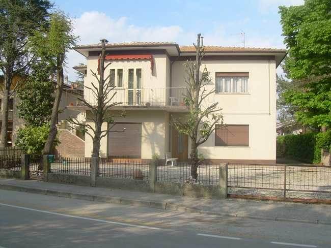 Soluzione Indipendente in vendita a Ostellato, 9 locali, prezzo € 90.000 | CambioCasa.it