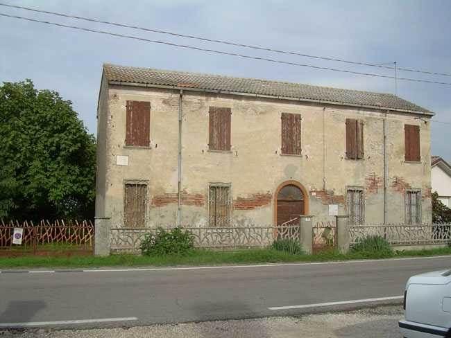 Rustico / Casale in vendita a Tresigallo, 6 locali, zona Zona: Roncodigà, prezzo € 35.000 | CambioCasa.it