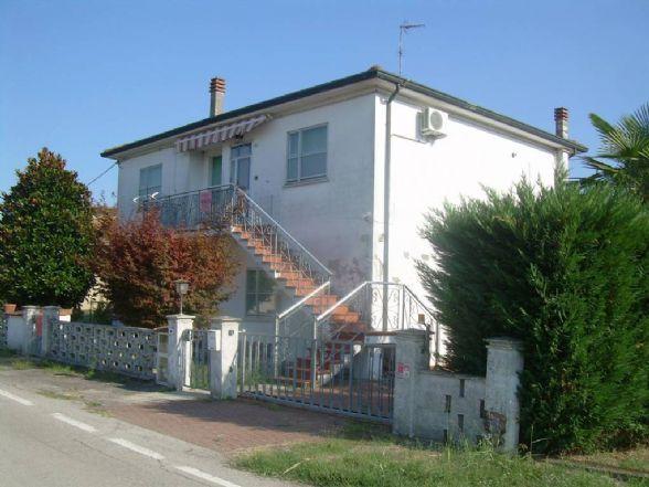 Soluzione Indipendente in vendita a Ostellato, 8 locali, prezzo € 145.000 | CambioCasa.it