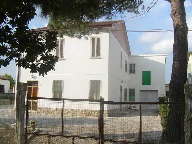 Soluzione Indipendente in vendita a Ostellato, 11 locali, zona Località: DOGATO, prezzo € 130.000 | CambioCasa.it