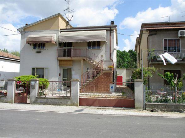 Appartamento in vendita a Ostellato, 4 locali, zona Località: ROVERETO, prezzo € 52.000 | CambioCasa.it
