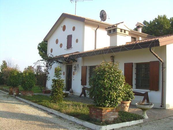 Rustico / Casale in vendita a Ostellato, 8 locali, prezzo € 260.000   CambioCasa.it