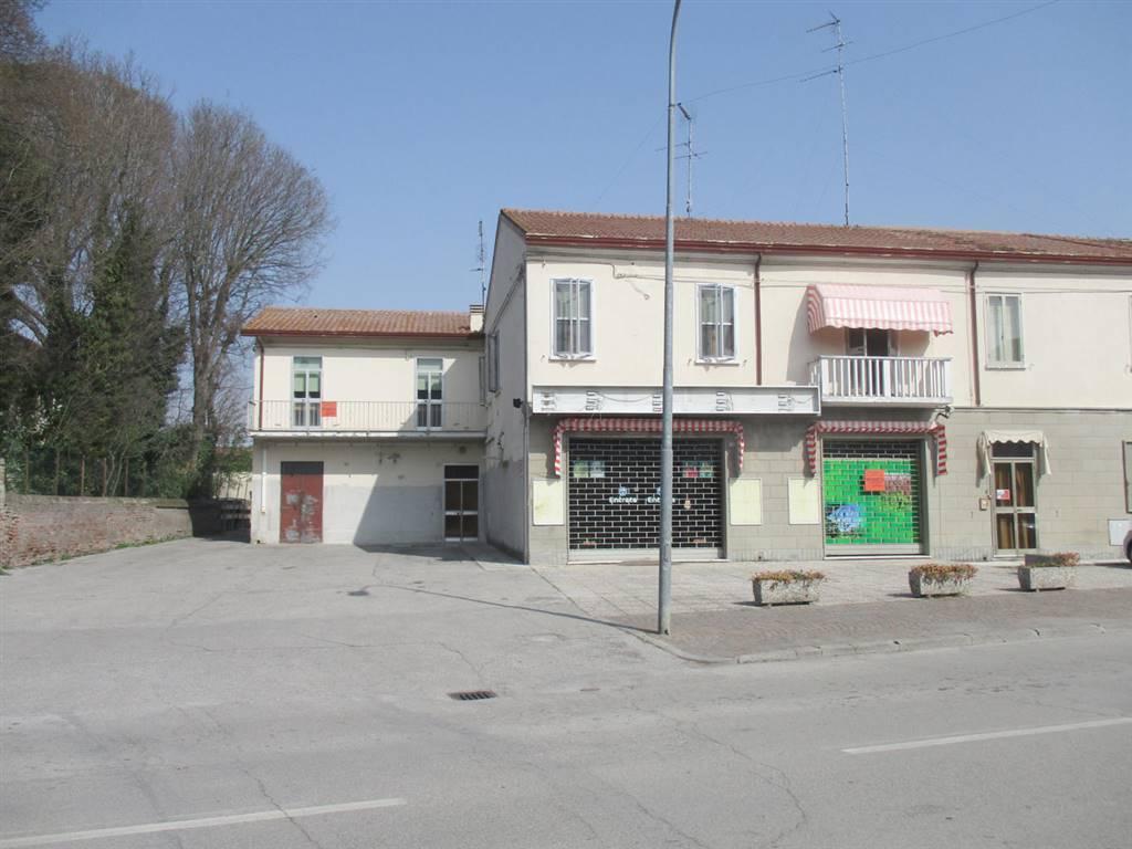 Appartamento in vendita a Ostellato, 8 locali, prezzo € 76.000 | CambioCasa.it