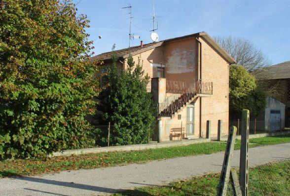 Rustico / Casale in vendita a Ostellato, 8 locali, prezzo € 58.000   CambioCasa.it