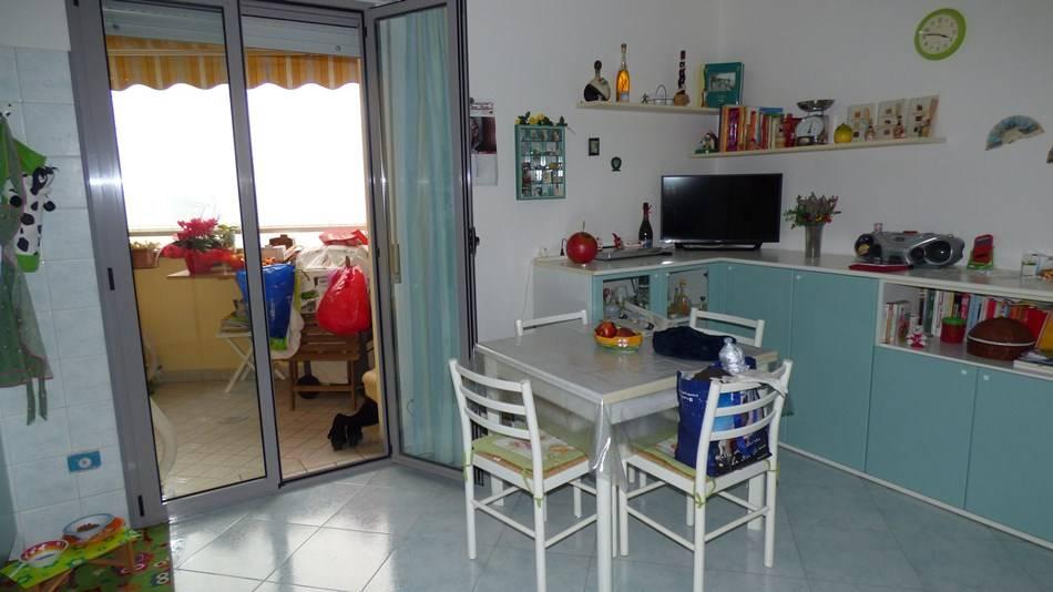 Appartamento in vendita a Rimini, 4 locali, zona Zona: Rivazzurra, prezzo € 198.000 | Cambio Casa.it