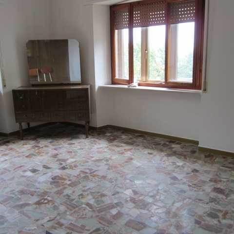 Appartamento in vendita a Cutigliano, 4 locali, zona Zona: Pian di Novello, prezzo € 80.000 | Cambio Casa.it