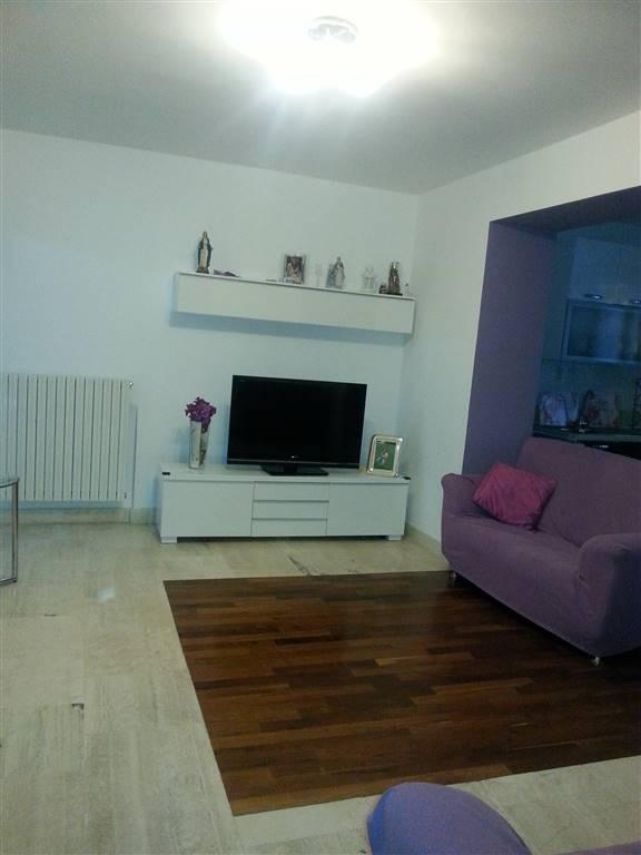 Appartamento in affitto a Salerno, 3 locali, zona Zona: Centro, prezzo € 700   Cambio Casa.it