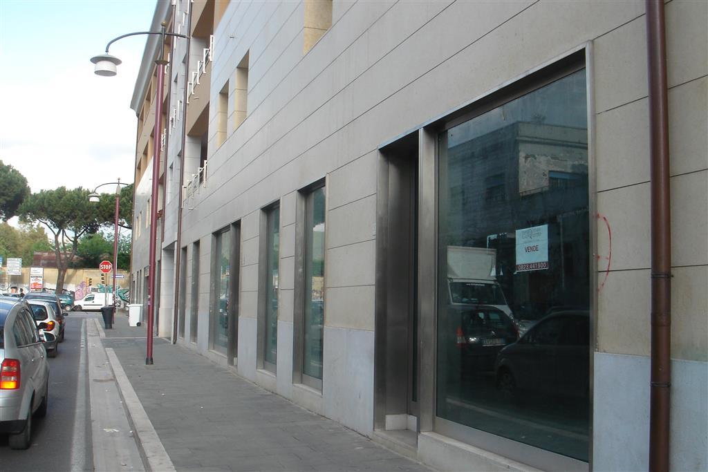 Negozio / Locale in vendita a Caserta, 9999 locali, zona Zona: Centro, Trattative riservate | Cambio Casa.it