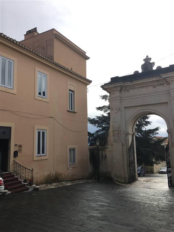 Soluzione Indipendente in vendita a Caserta, 10 locali, zona Zona: San Leucio, prezzo € 1.500 | Cambio Casa.it